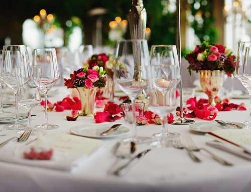 La diversión de los novios durante el banquete de boda